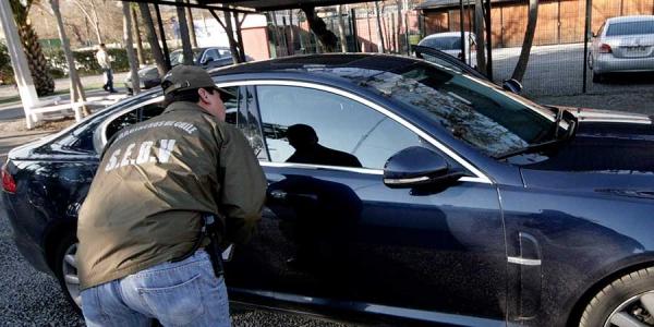 bmw Roban un BMW y los agarran por no saber manejarlo