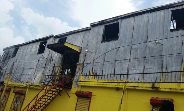 incendio muebleria 3 FOTOS –Incendio en mueblería deja pérdidas millonarias