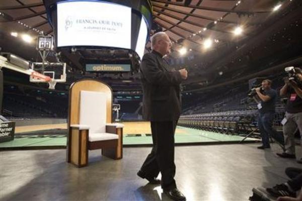silla papa Llevan silla del Papa al Madison Square Garden