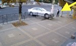 carajito carro La Crema! Carajito se salva de ser aplastado por un carro [VIDEO]