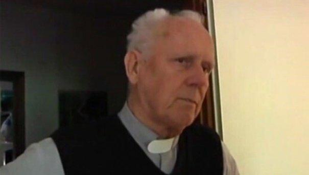 gino flaim Sacerdote suspendido por apoyar la pedofilia