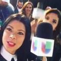 photobomb Presentadora de Telemundo fotobombea a reportera de Univision