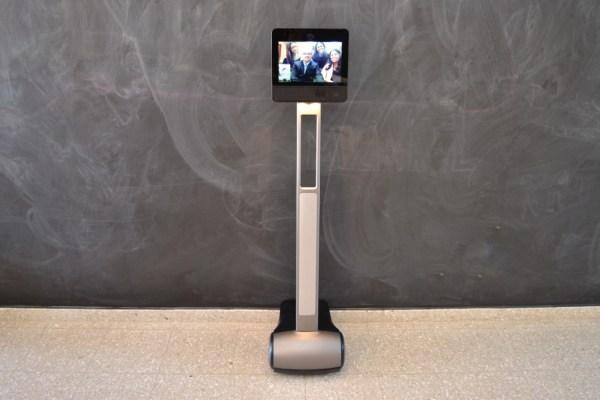 robo Foto   Un robot da clases en colegio de Jarabacoa