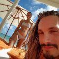 unnamed Zoe Saldaña desea felices navidades en bikini