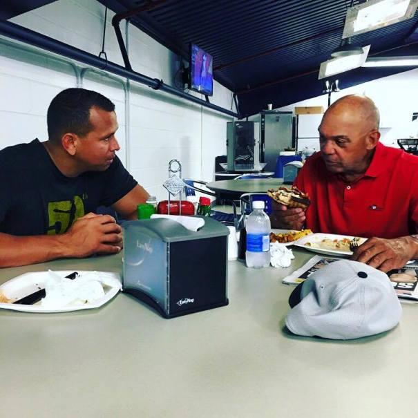 alex rodriguez2 A Rod desayuna con leyenda de los Yankees Reggie Jackson