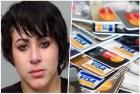 mujer tarjetas Agarran mujer con 371 tarjetas de crédito falsas en aeropuerto Miami