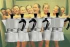 grcas Equipo femenino se encuera para celebrar
