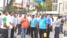 Taxistas regaos en Indotel por Uber