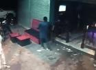 Un loco entra disparando a discoteca de SFM