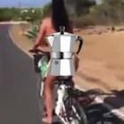 motorista Video   Jeva sin brasier en bicicleta, termina mal...