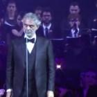 andrea Andrea Bocelli canta junto a un coro de presos brasileños