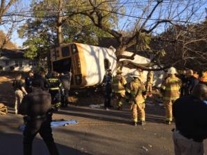 bus EEUU:Accidente de bus escolar deja varios muertos