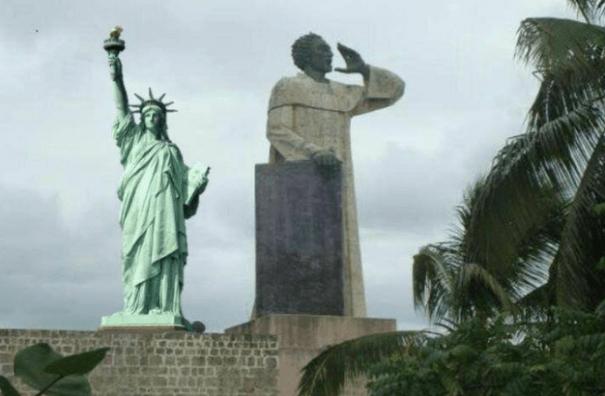 lib Memes: La Torre Eiffel Dominicana