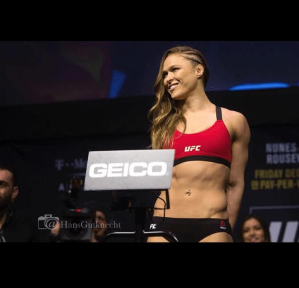 ronda Ronda Rousey muestra su cuerpo roca