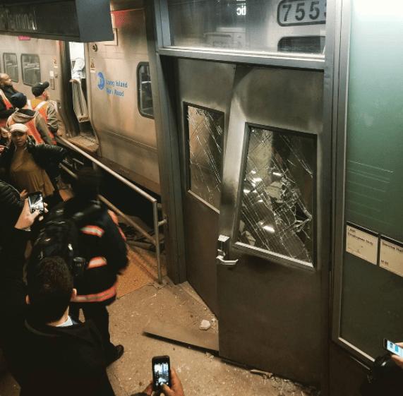 desca Foto   Se descarrila tren en Brooklyn