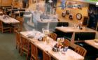 michigan Video   Carro se mete en restaurante, se salvan en tablita