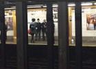 tren Rebú feo: Hombre lanza a otro a las vías del tren en NY