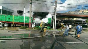 fuego Incendio estación de combustibles prolongación 27 de Febrero