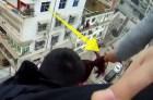 mujer Video – Así salvó a su esposa de saltar al vacío