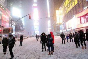 ny4 Más vuelos cancelados por tormenta de nieve en EEUU