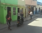 salcedo Video   Pleito mujeril: machetazos y sillazos