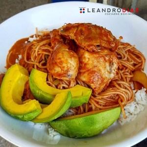 comida8 Comida de las 12: Espaguetis con pollo, arroz, habichuelas y aguacate