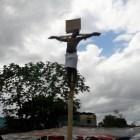 crucificado Tipo se crucifica por escuela en Villa Mella