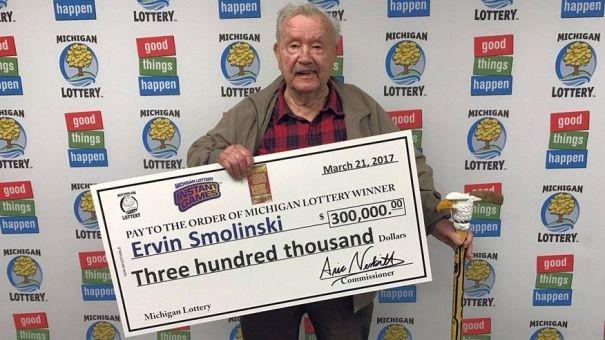 ervin smolinski s Qué regalito!   Se gana US$300 mil en la loto en su cumpleaños 94