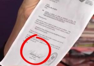 la cartas Nuria muestra la carta firmada por Yolanda