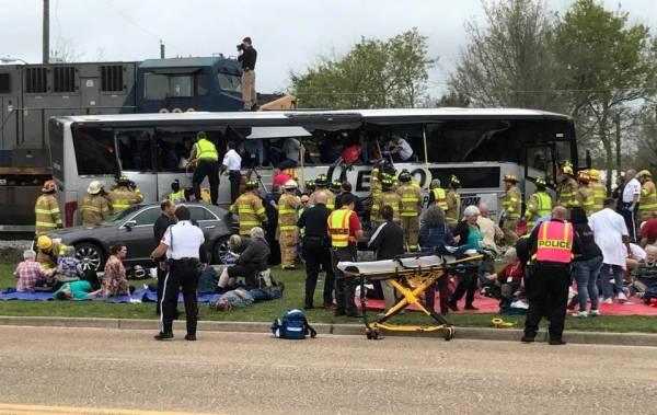 mississippi Un tren chocó a un autobús en Mississippi