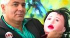 tipo muneca Dejó su mujer pa casarse con muñeca inflable