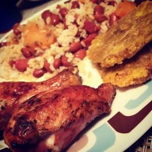 pollo tostones arroz Comida de las 12: Pollo, arroz, habichuelas, tostones