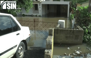 santiago2 Más de 100 casas bajo el agua en Santiago