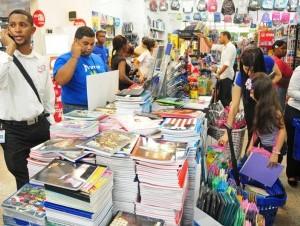 """403613620aa38389f2cf4b2e07a9653b 300x226 El """"negociazo"""" de los libros en el período escolar [RD]"""