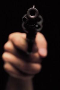 revolver 200x300 Agente de Amet es baleada y golpeada durante asalto [RD]