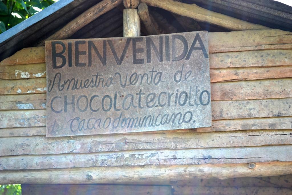 """""""Bienvenida a nuestra venta de chocolate criollo cacao dominicano"""" - Fotos por Timoteo Estevez - www.remolacha.net"""