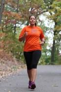 Lucinda Martínez, de 43 años, en un entrenamiento en Inwood Park para su primer maratón.