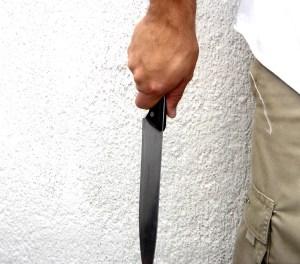 cuchillo 1 300x264 La pesadilla de una mujer que le abrió la puerta a un extraño en NY