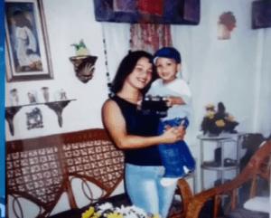 Los MIna 300x241 Detalles de la mujer asesinada por rozar carro en Los Mina