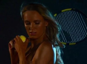 caroline wozniacki 300x221 La tenista Caroline Wozniacki se encuera para revista de ESPN