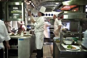 cocina 300x200 Restaurante pierde a 30 empleados tras visita de La Migra