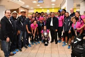 reinas del caribe 2 300x200 Las Reinas del Caribe llegan a RD; van pa Campeonato Mundial en Holanda