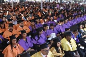uasd 300x200 UASD gradúa a 978 nuevos profesionales