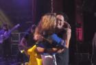 Carlos Vives 300x203 Video: Sube al escenario y chulea a Carlos Vives en concierto