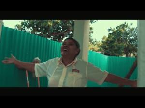 Doña Negra 300x223 Así le entregó Don Miguelo casa a doña (videos)