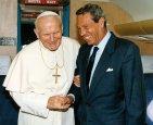 Joaquín Navarro Valls 300x245 Muere la voz del papa Juan Pablo II