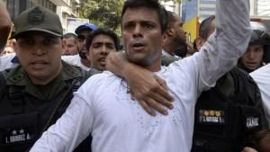 leopoldo 300x169 Famosos celebran salida de la cárcel de Leopoldo López