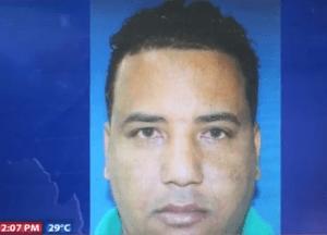 Carlos Manuel Adames Javier 300x216 Se busca presunto ladrón de vehículos