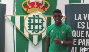 Junior Firpo 300x178 Equipo español renueva contrato a futbolista dominicano