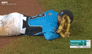 Pitcher dominicano 300x176 Video   Pitcher dominicano llora al perder contra Venezuela